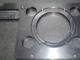 ベース・炭素鋼・黒染め・平面度・平行度0.01・精密部品・研磨仕上げ